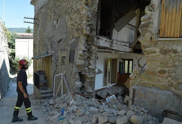 Terremoto: dieci giorni dopo, ancora cadaveri tra le macerie