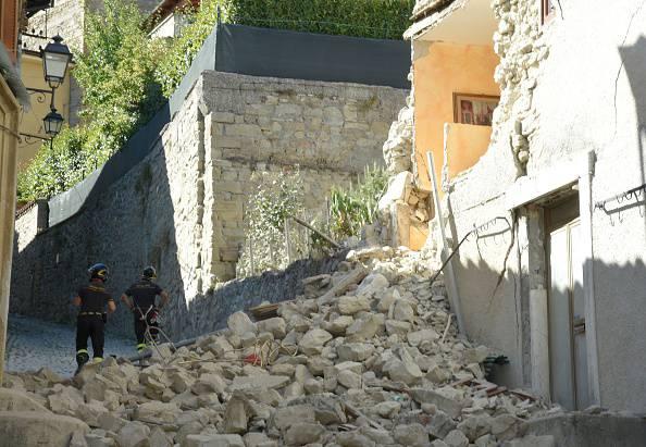 Terremoto, allerta senza fine: altre scosse nella notte