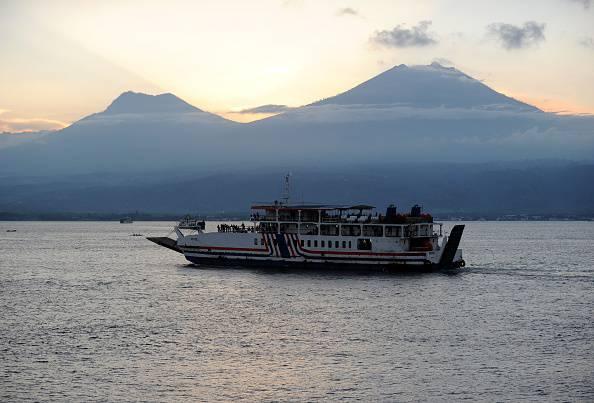 Il traghetto prende fuoco: la vacanza si trasforma in tragedia