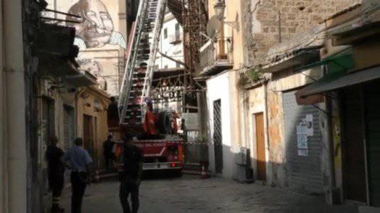 Palermo: crolla muro palazzina, vigili del fuoco scavano tra macerie
