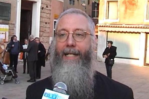 Prete 'innamorato' lascia sacerdozio: si aprono strade nuove