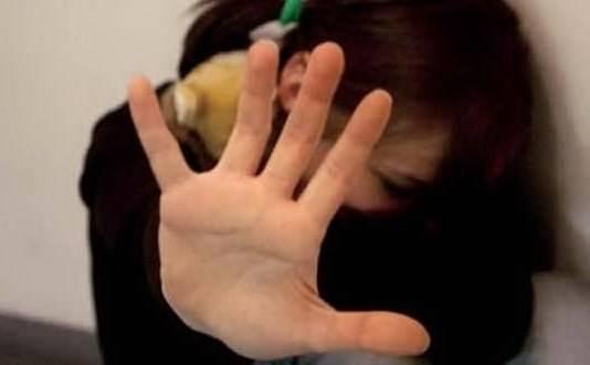 Rimini, 17enne stuprata in discoteca: le amiche filmano