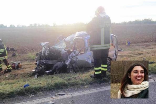 Schianto contro un camion. Muore una donna di 38 anni