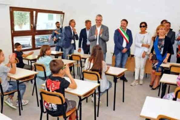 Sciacalli nella scuola costruita dopo il terremoto: c'è una buona notizia