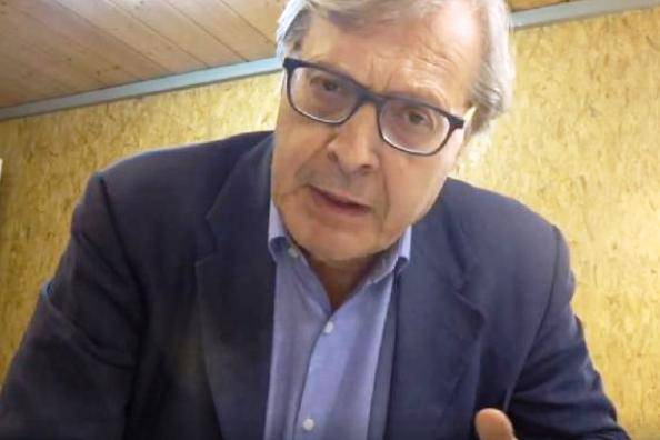 YOUTUBE Sgarbi, lite in alta quota: