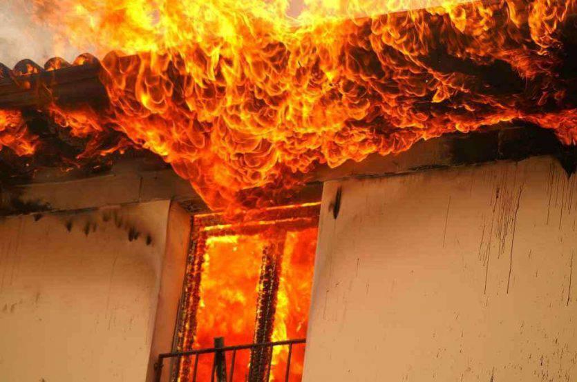 pensionato dato alle fiamme