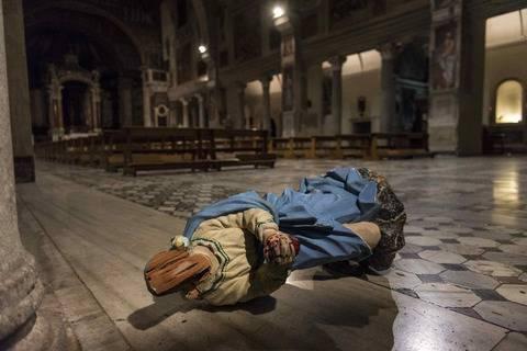Roma, danni a statue chiese: un fermo