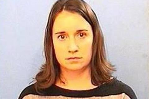 La prof lo ha fatto ad uno studente di 13 anni:  condannata a 14 anni di carcere