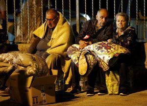Alcuni sfollati nella loro prima notte dopo il terremoto (Websource)