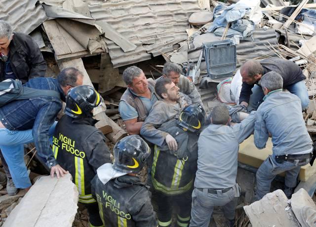 """Terremoto, nuova fortissima scossa """"Magnitudo 7.4"""""""