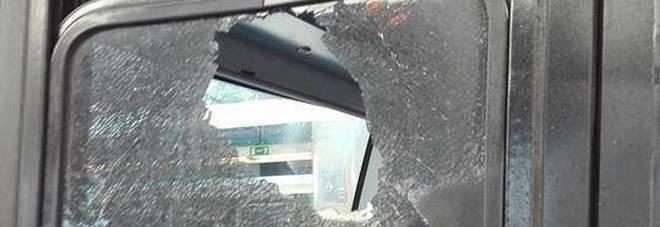 Roma-Lido: vetro in frantumi e macchinista aggredita sul treno