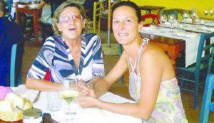 La donna insieme alla figlia (Websource/archivio)