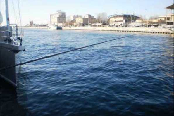Bimbo di 11 anni cade in un canale e muore a Fiumicino