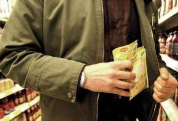 """Compie cento furti, ma è ancora libero: """"Lo faccio per fame"""""""