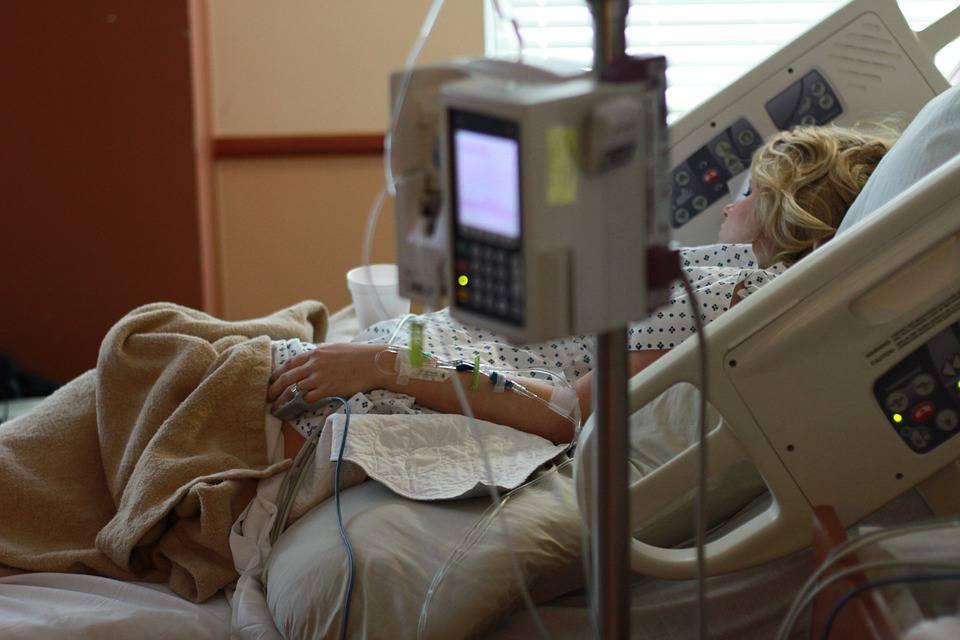 Aborti senza consenso e orrori in sala parto: 13 medici a processo