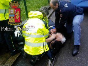 Il momento del salvataggio della signora 82enne (Facebook)