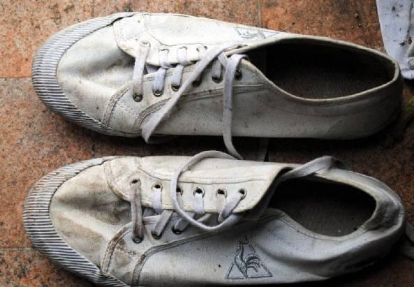 Le scarpe della donna (foto Polizia)