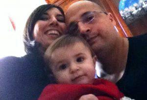La piccola Sofia coi suoi genitori (foto dal web)