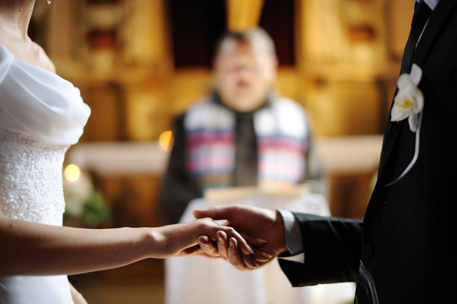 Matrimonio da incubo, la sposa rimane sola al banchetto nuziale …