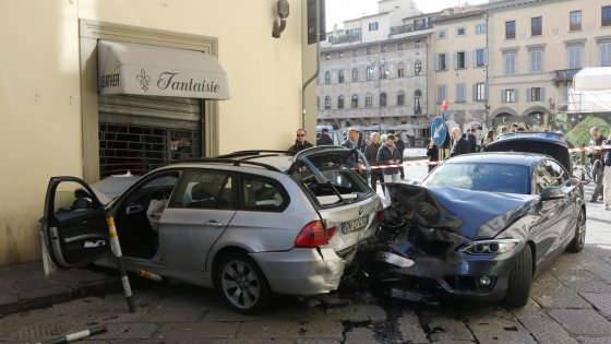 Firenze. Travolge bici e auto,10 feriti
