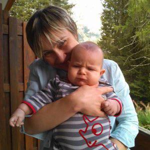 La mamma Victoria con il piccolo Nicolas (Facebook)
