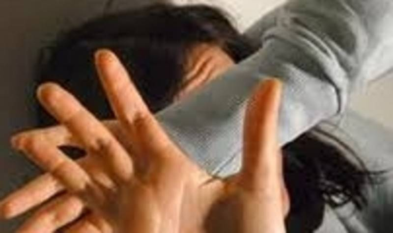 A 15 anni violentata e minacciata per 2 anni