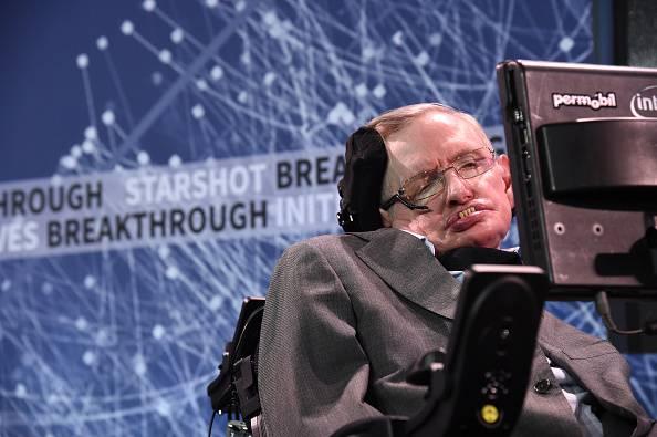 """Hawking a chi soffre di depressione: """"C'è sempre una via d'uscita"""""""
