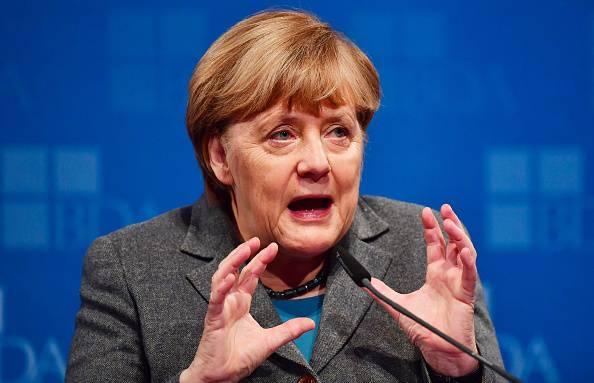 Germania, clamorosa decisione della Merkel