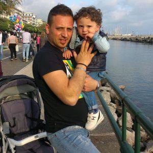 Lino Trezza insieme al suo bambino (facebook)