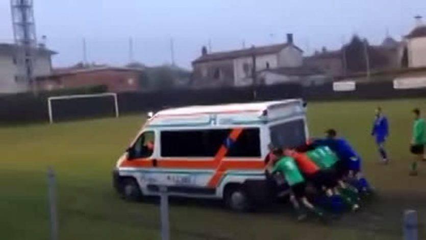 ambulanza-spinta-calciatori-2