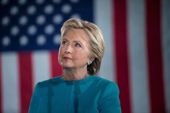 Hillary Clinton la fa franca a poche ore dal voto