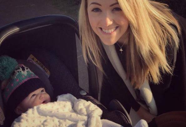 Sara Matthews e la sua piccola (foto dal web)