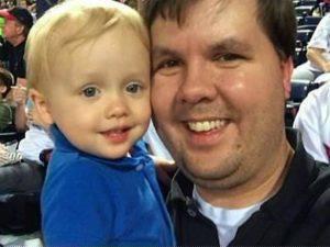Justin Harris con il figlio Cooper (Websource)