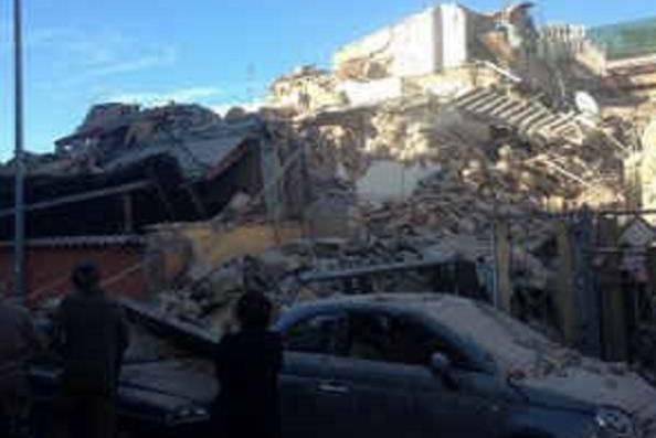 Crolla un palazzo a Roma, disperse madre e figlia.