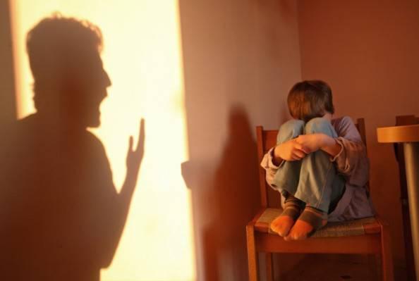 Belgio: bambino di sei anni lasciato sul balcone per 15 ore COMMENTA