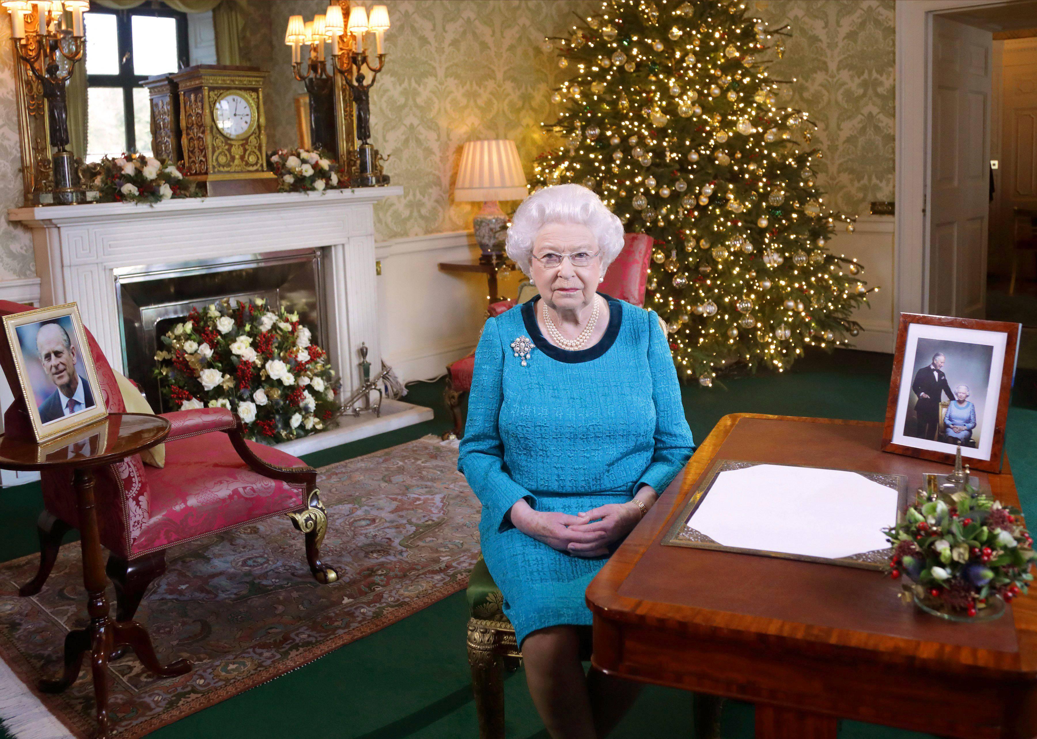 La regina Elisabetta rinuncia alla cerimonia di Natale per un