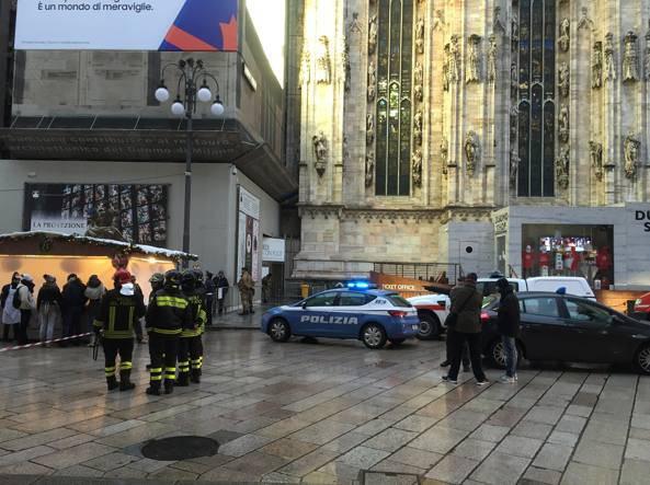 Scena horror a Milano, infilzato sulle guglie del Duomo
