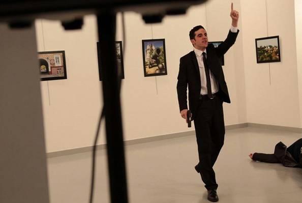"""Uccide l'ambasciatore, poi urla: """"Queste le mie ragioni"""" – VIDEO"""