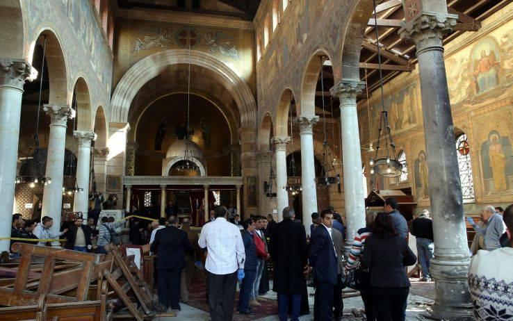 Terribile attentato nella cattedrale copta: 25 morti, sei bambini