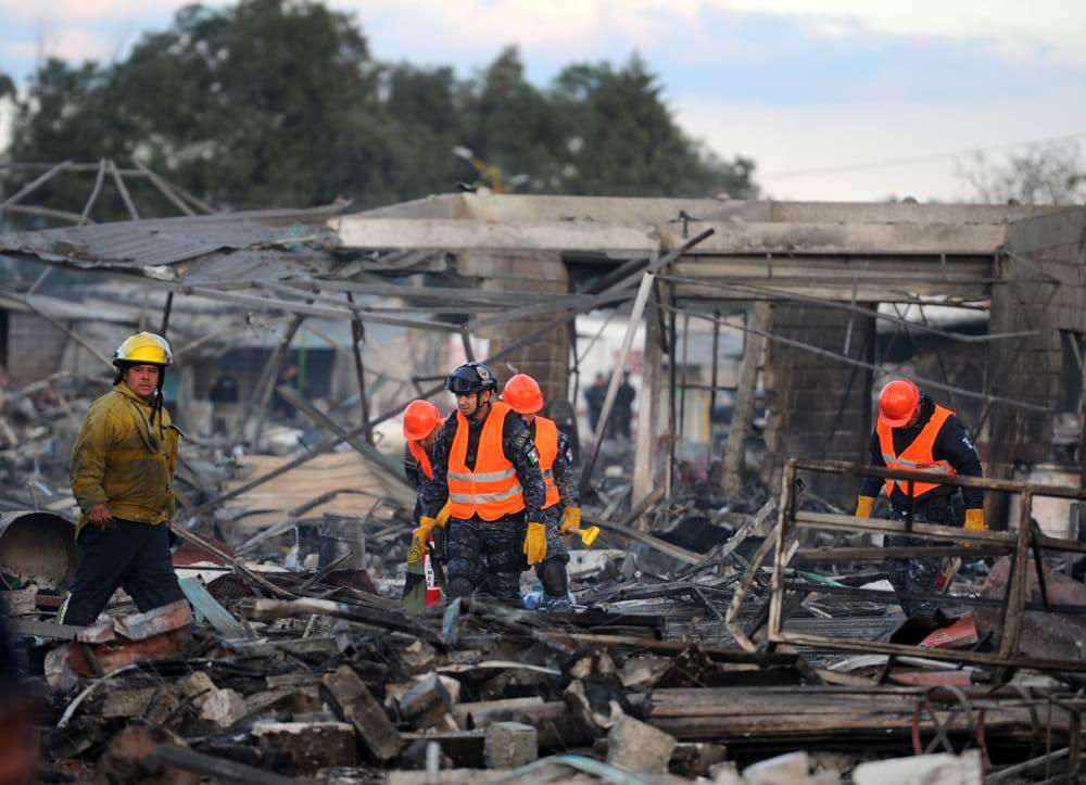 Strage al mercato dei fuochi, almeno trenta i morti