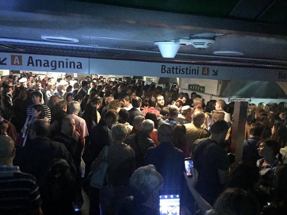 Il sisma terrorizza la Capitale: chiuse le linee metro