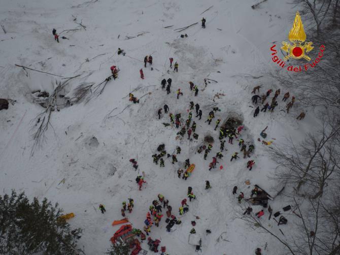 Rigopiano, i nomi delle vittime dell'elicottero caduto ieri