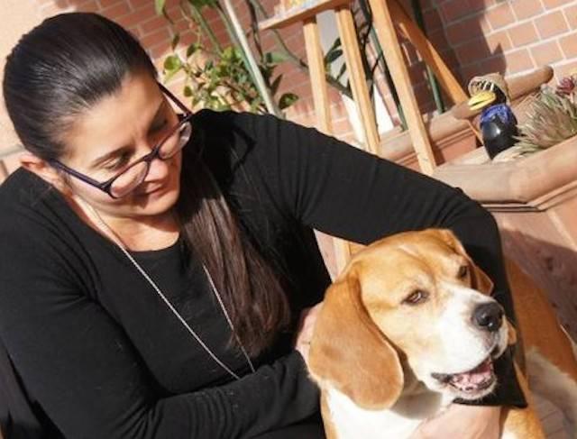 Sta per morire in casa sola: ecco cosa fa il suo cane
