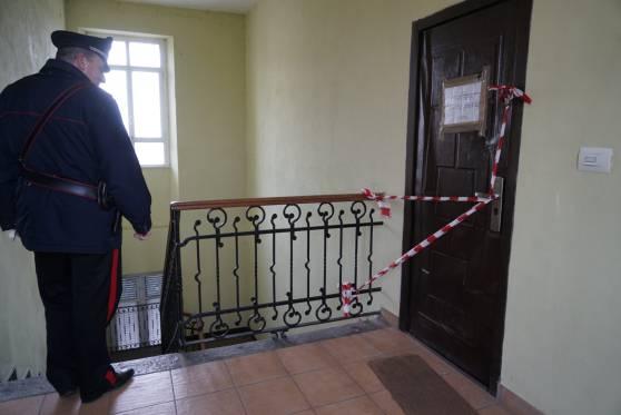 Giallo a Voghera, 47enne trovato morto in casa con ferite alla testa