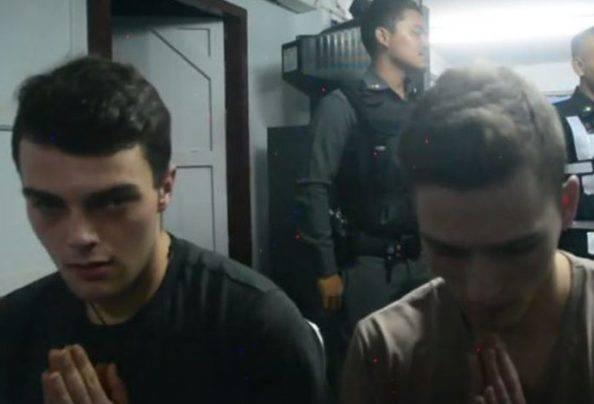 Thailandia: scarcerati i due italiani che hanno strappato bandiere nazionali, saranno espulsi