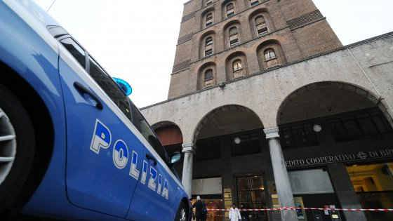 Brescia, trovata una donna decapitata Il cadavere nella tromba dell'ascensore