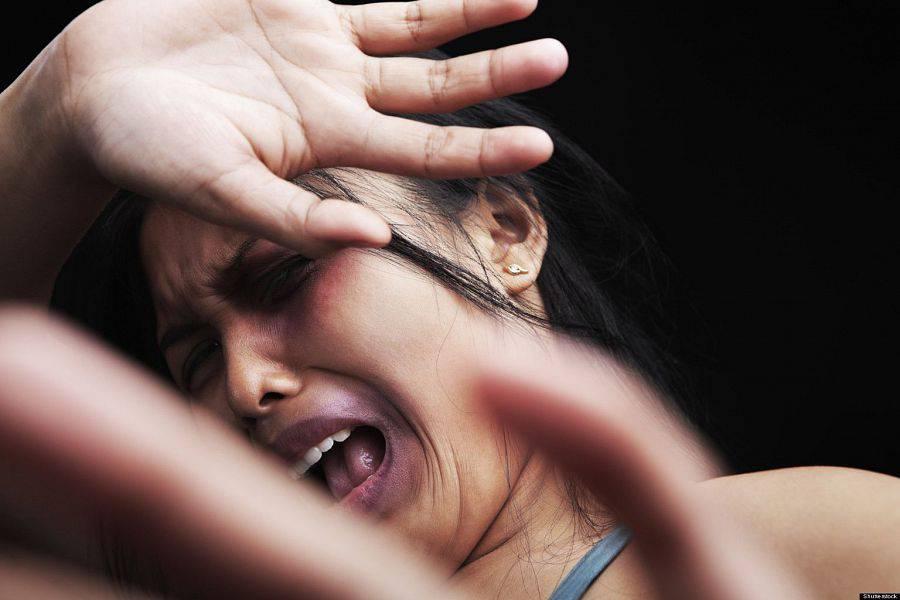 Marito sequestra la moglie seviziata e maltrattata - Video marito porta la moglie a scopare ...