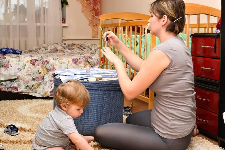 Babysitter picchia bimbo di due anni disabile – VIDEO
