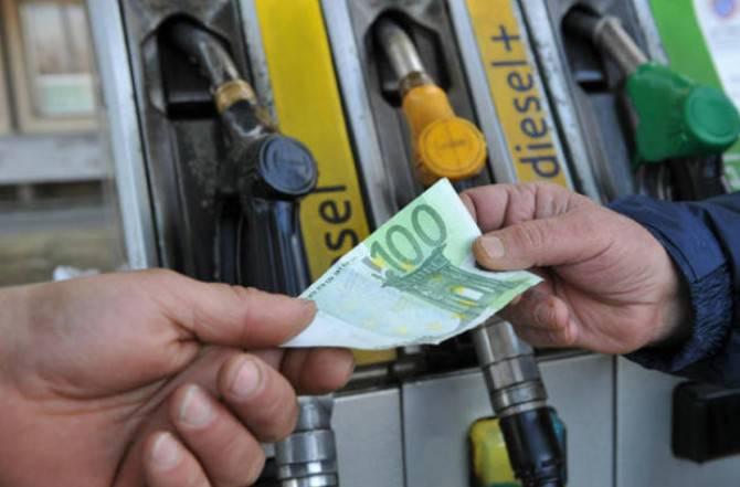 Benzina: pronto un nuovo rincaro, ce lo chiede Bruxelles