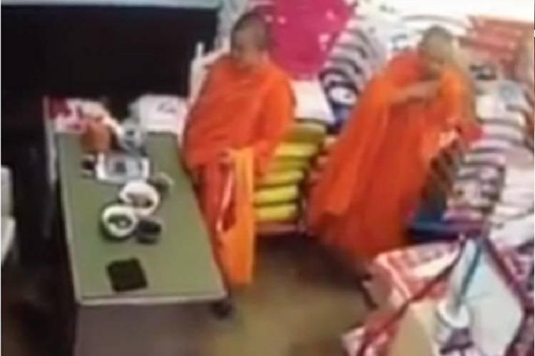 Finti 'monaci buddisti' compiono il furto di un cellulare – VIDEO